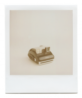 http://www.robinwaart.nl/files/gimgs/th-85_85_042-one-110329-0431-hrs-holly-mi-us-2004-polaroid-one600-pro-black-and-silver-2004-3992-usd.png