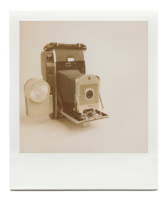 http://www.robinwaart.nl/files/gimgs/th-85_85_067-066b-honderd-110410-2346-hrs-vernon-tx-us-1957-1960-polaroid-land-camera-model-150-with-bc-flash-model-281-and-diffuser-1957-1960.png